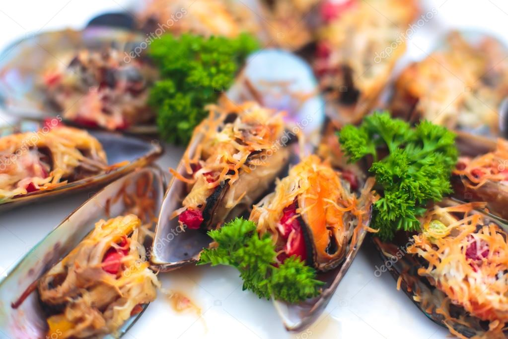 Wunderschön eingerichtete Gastronomie Bankett-Tisch mit ...