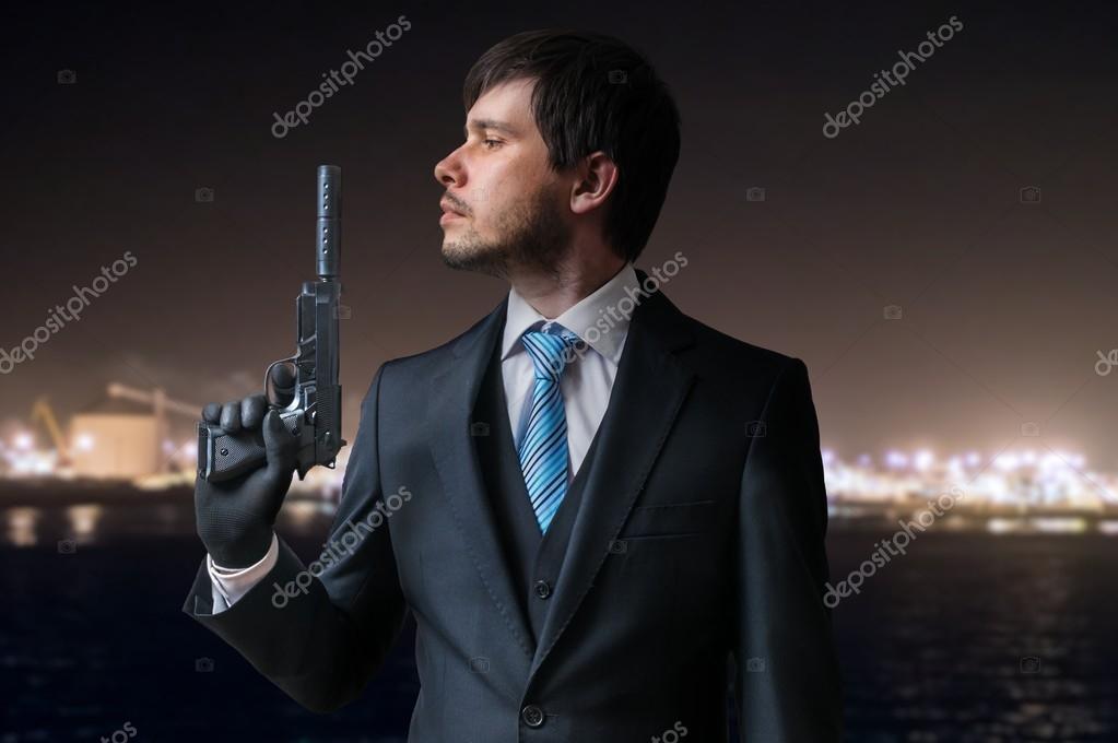 Пистолет в руке фото