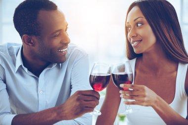 Ccouple holding wineglasses