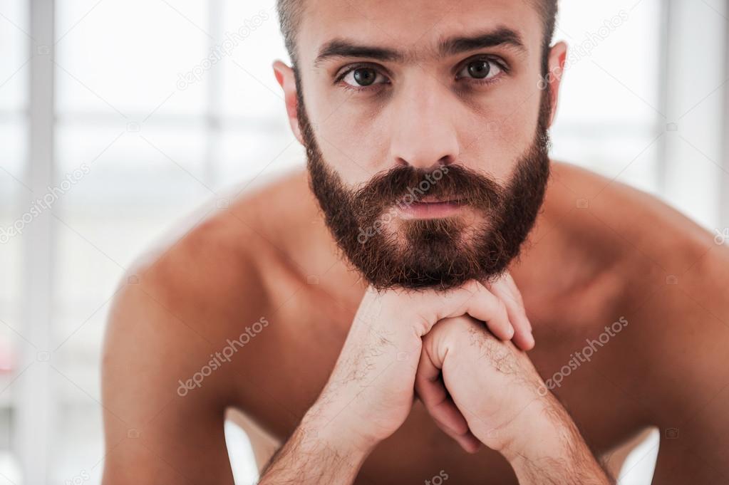 Homme Barbu Nu homme barbu et torse nu — photographie gstockstudio © #54847761
