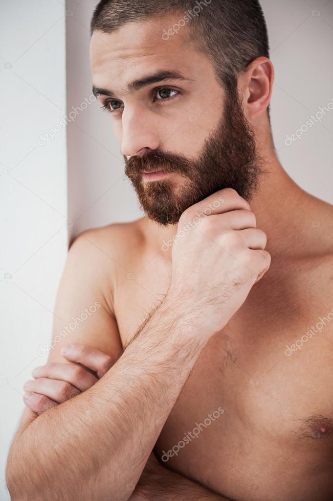Homme Barbu Nu homme barbu et torse nu — photographie gstockstudio © #54847773