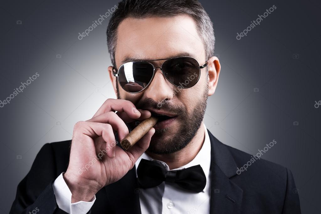 Lunettes Vetu Soleil Cigare De Homme Et Fumant Photographie — 5c4RjLS3Aq