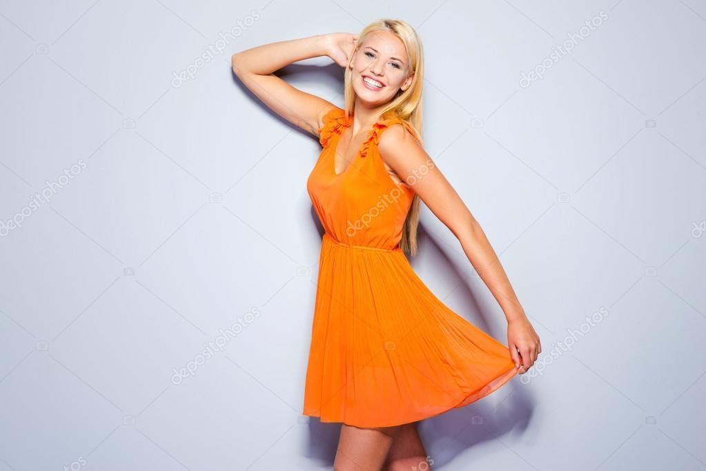 Frau in hübsches Kleid — Stockfoto © gstockstudio #64470755