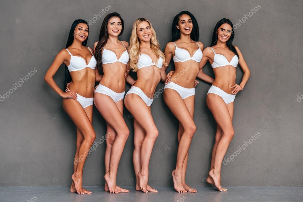 8dd1353e4a24 Fem vackra kvinnor i underkläder — Stockfotografi © gstockstudio ...