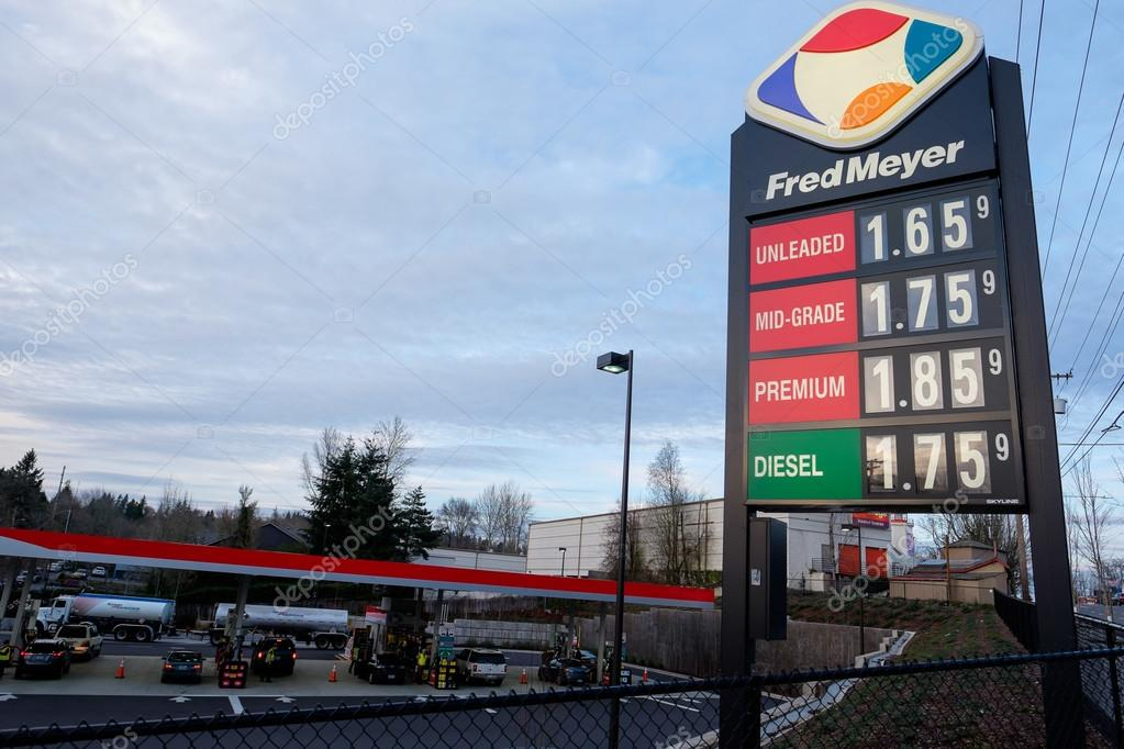 Low Gas Prices >> Low Gas Prices At Fred Meyer Fuel Station In Portland Oregon Stock
