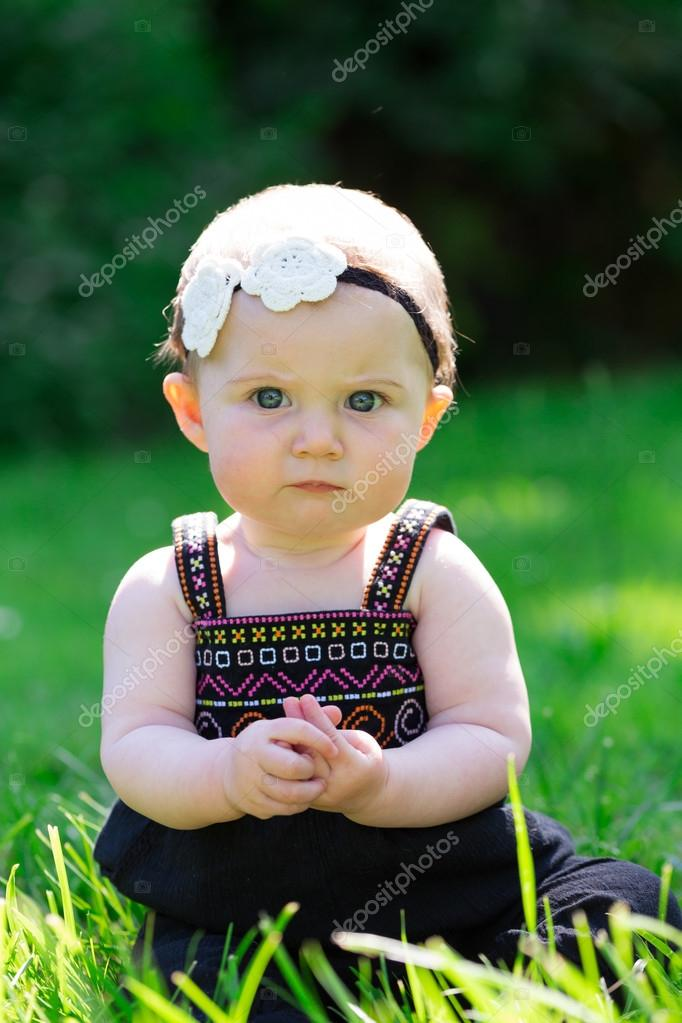 13002d09dfa 6 Month Old Baby Girl Outdoors — Stock Photo © joshuarainey  120266674