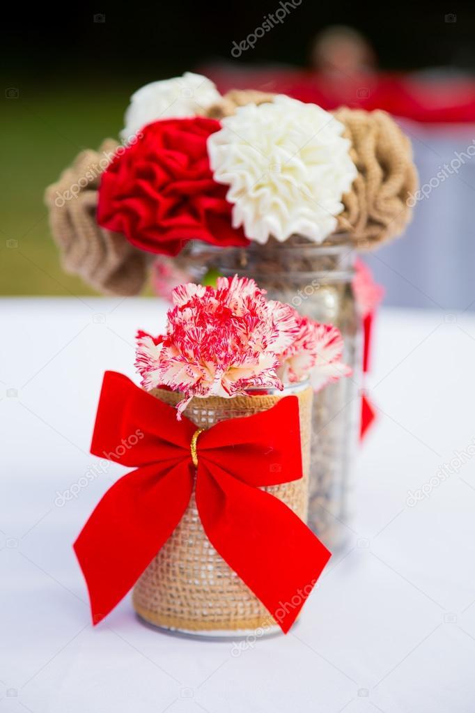 flores de decoración de boda rojo y blanco — fotos de stock