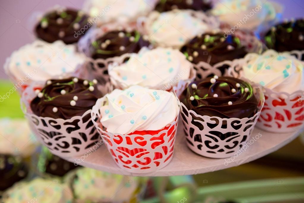 Wedding Reception Cupcakes — Stock Photo © joshuarainey #87321470