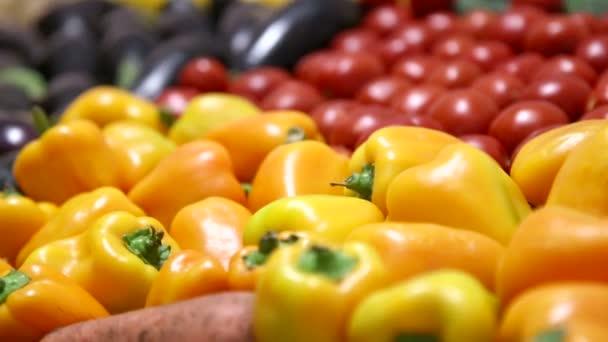 škálu čerstvého ovoce a zeleniny pro zdravou stravu. potraviny detail. organický, přírodní ovoce a zelenina, vegetariánství