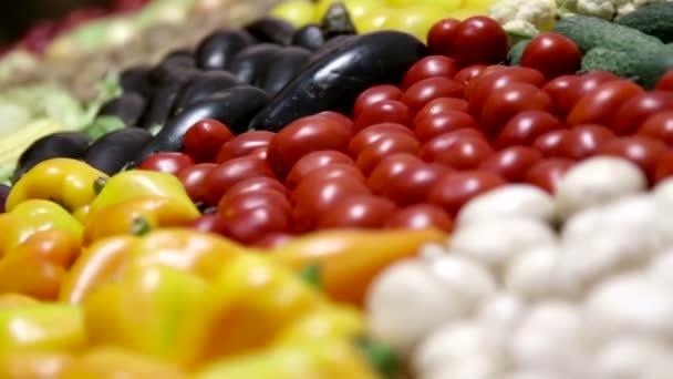 sestřih kolekce video různé čerstvé zeleniny a ovoce pro zdravé stravy. jídlo, video sestřih, detail. organický, přírodní zelenina a ovoce, vegetariánství.