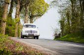 Vintage auto na silnici, klasická vozidla