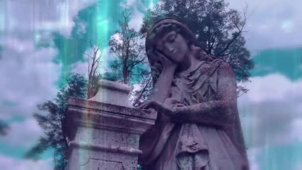 Egy imádkozó angyal alakja. Egy nagyon ősi kőszobor. - Igen. Szomorú angyal, mint a fájdalom, a félelem és az élet vége szimbóluma.