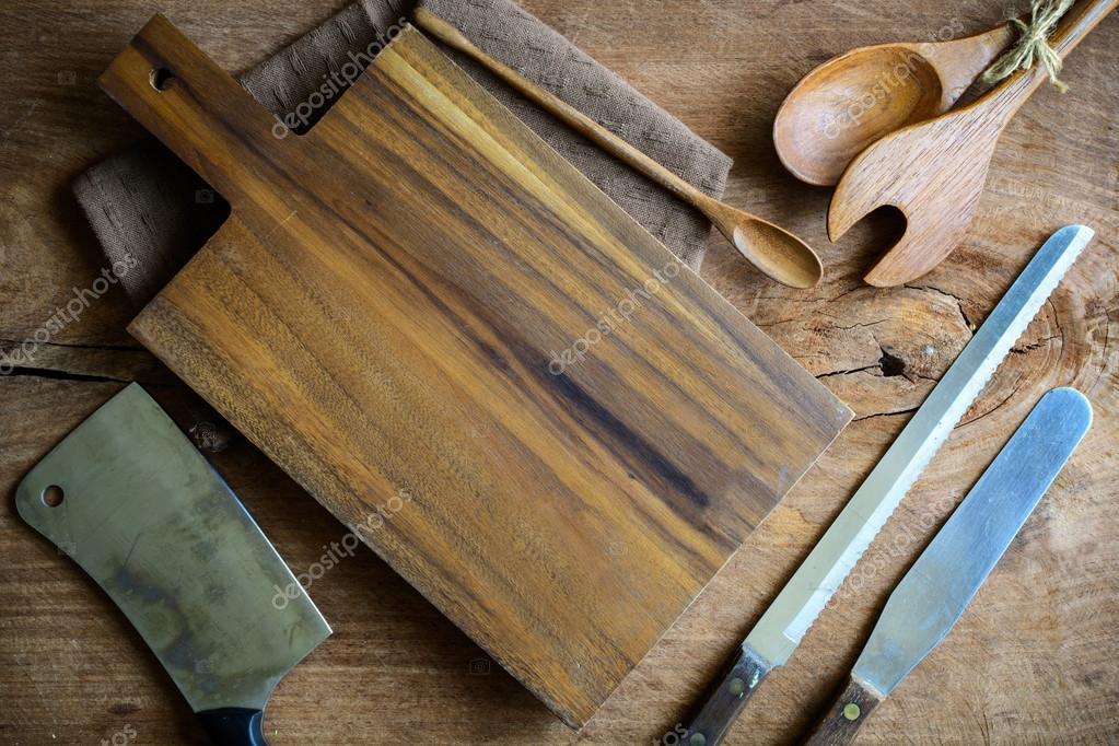 Houten gebruiksvoorwerp in keuken op oude houten achtergrond
