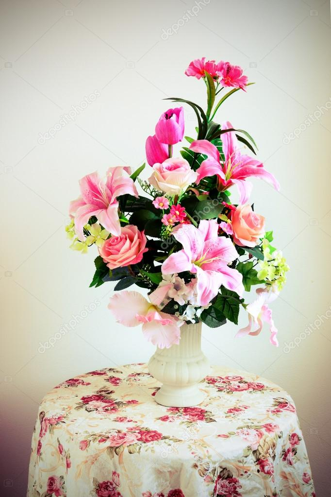 flower bouquet arrangement in vase