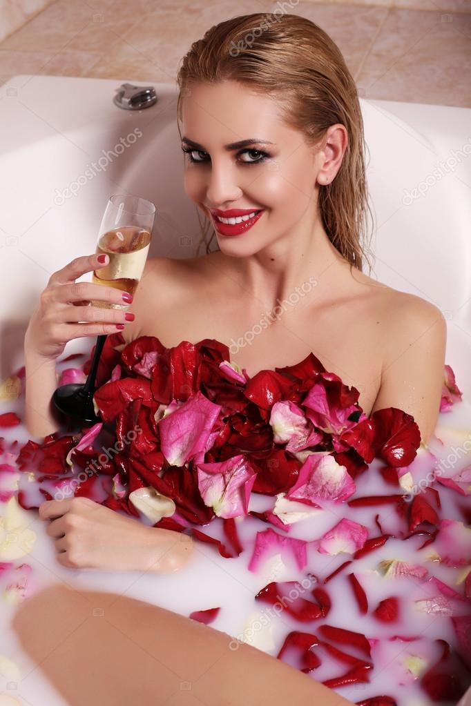 Блонд в ванной