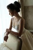 Fényképek gyönyörű menyasszony luxus esküvői ruha