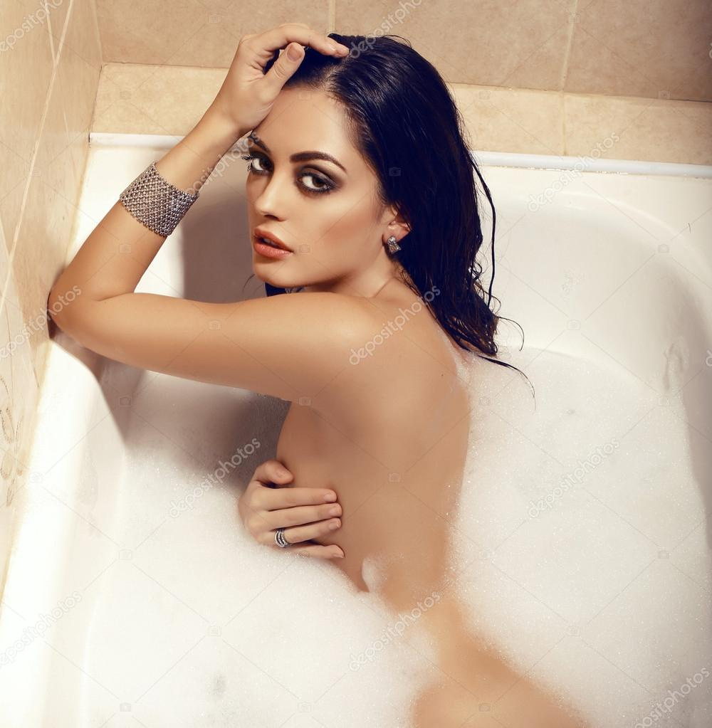Sexy girls naked in the bathtub