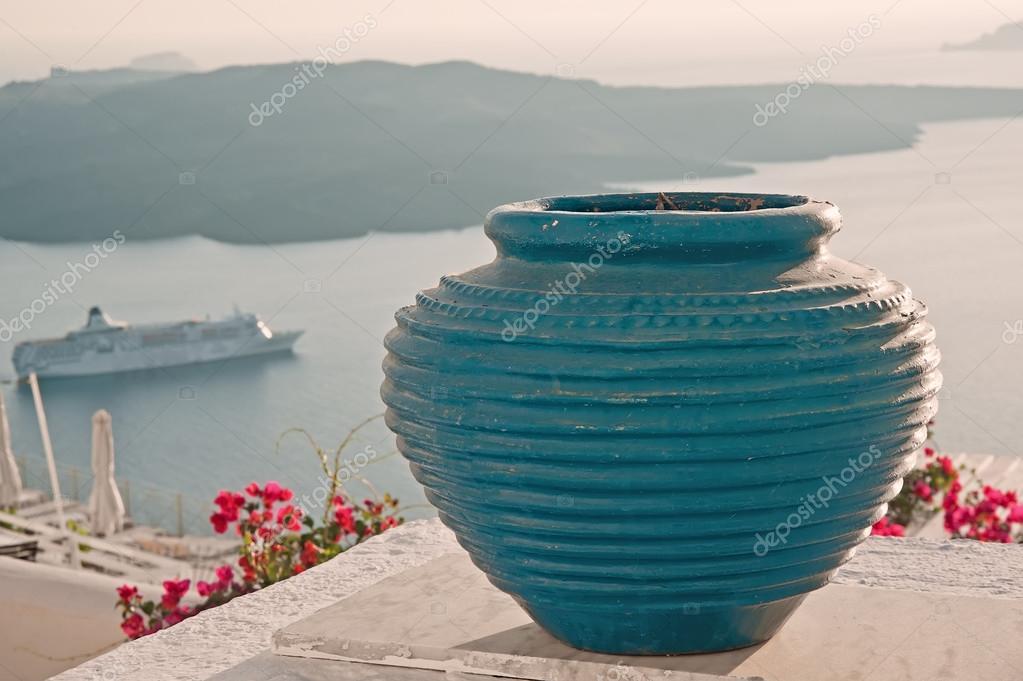 Decoración Florero Azul En La Terraza De Fira Santorini