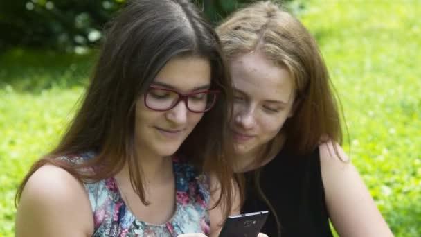 Мобильное видео девушки