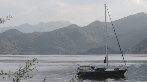 Selimiye Körfezi 'nde yelkenli tekneler.