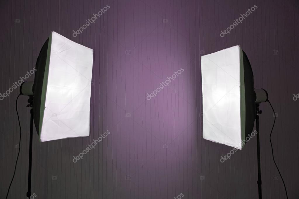 Illuminazione fotografica due luci da studio con soft box su