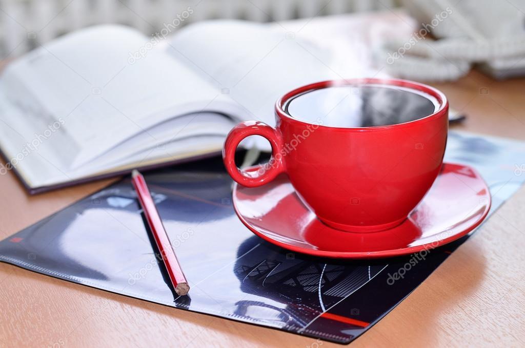 Scrivania Ufficio Rossa : Sveglia rossa sfondo tavolo scrivania ufficio con spazio della
