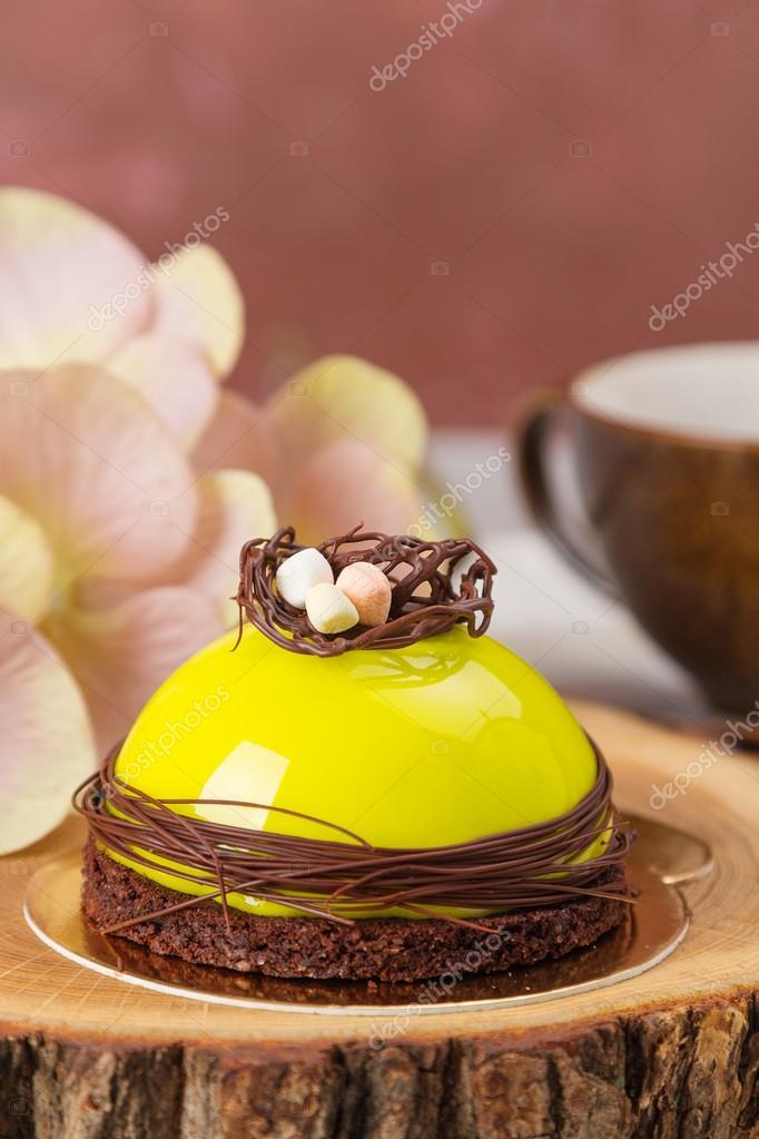 Mini Mousse Kuchen Mit Gruner Glasur Stockfoto C Torriphoto 106317248