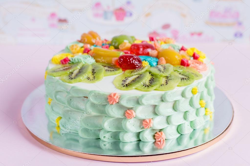 Bunte Kuchen Mit Obst Und Sussigkeiten Fur Kinder Party Stockfoto
