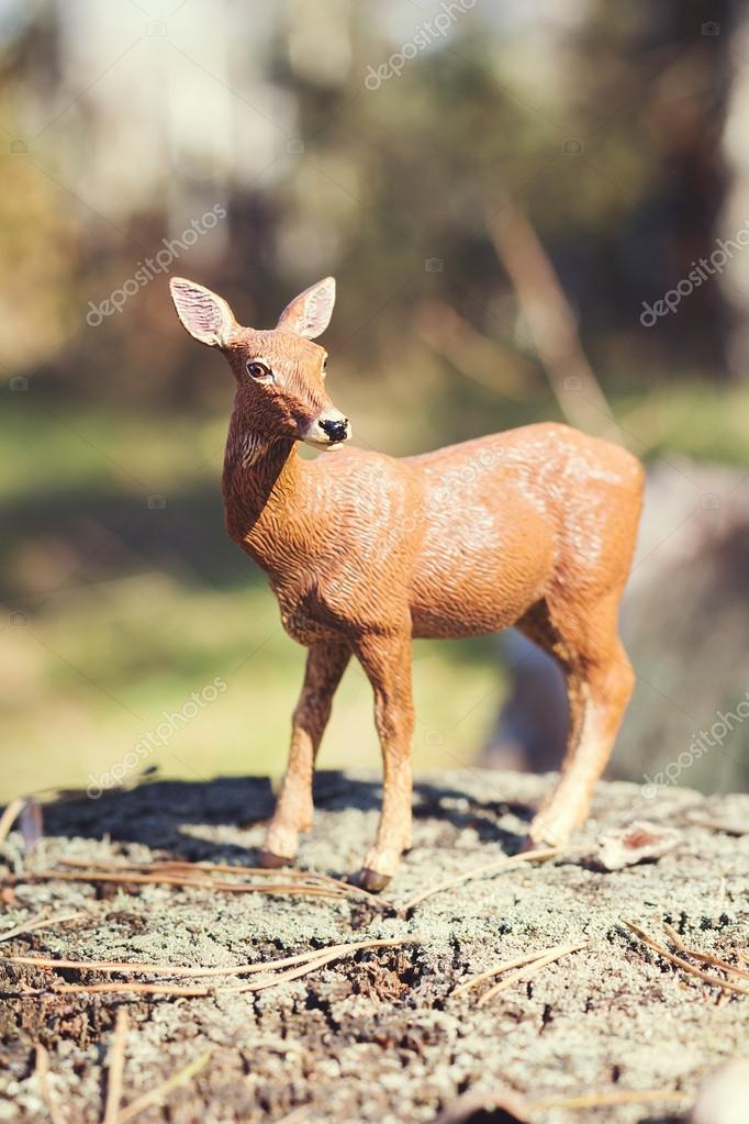 フォレストの doe 状況で鹿グッズ置物 ストック写真 torriphoto