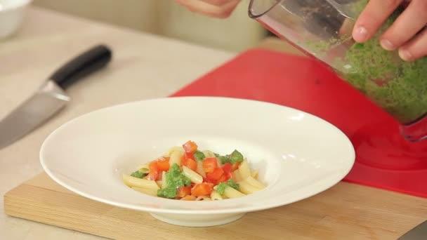 Šéfkuchař Putting Green Pesto na těstoviny v destičce
