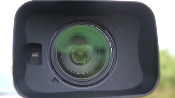 Nahaufnahme von Digital Videokamera Objektiv mit Kapuze