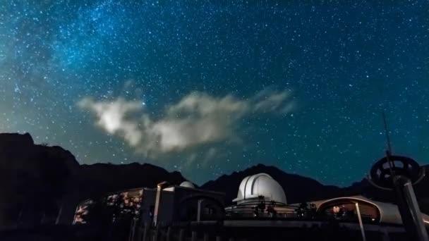 noční obloha hvězdy mountain observatory v Val D Aosta. Itálie