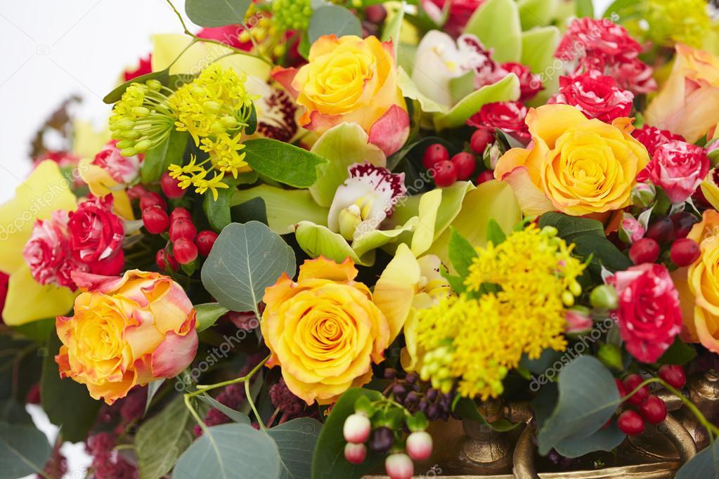 Blumenstrauß rot, gelb, weiss — Stockfoto © nikolodion #85384964