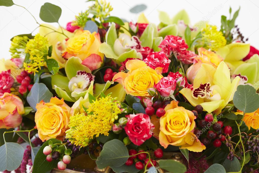 Blumenstrauß rot, gelb, weiss — Stockfoto © nikolodion #85385280