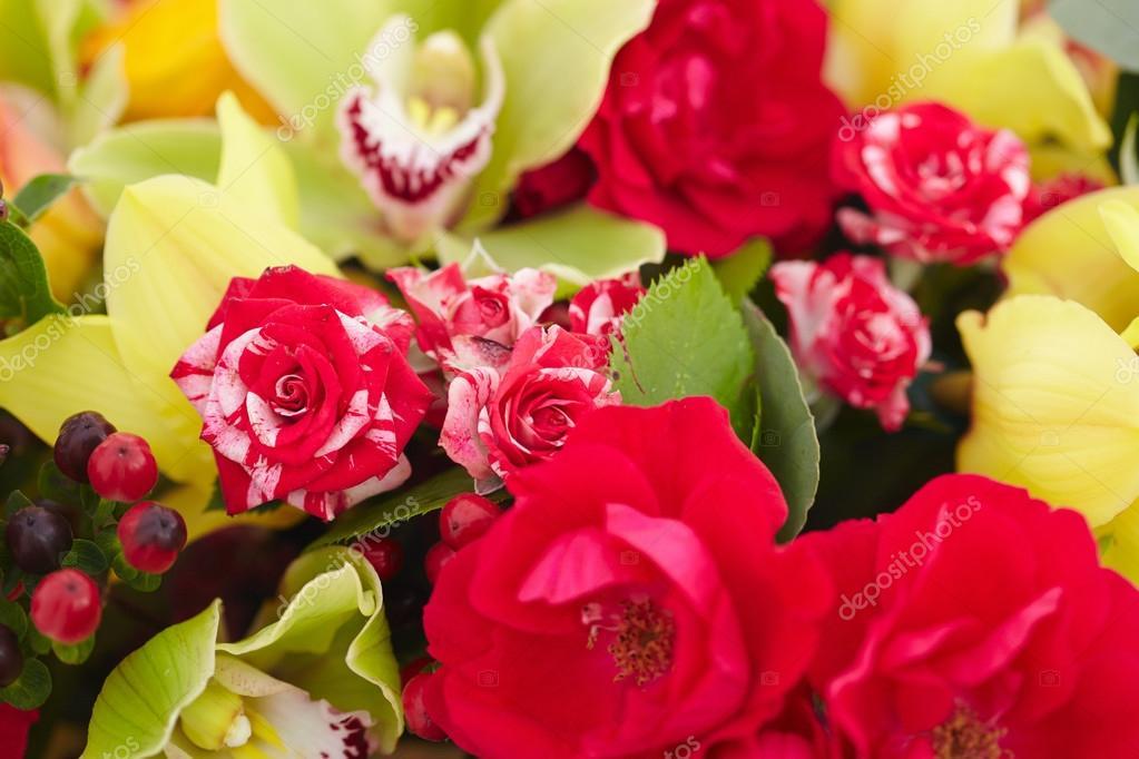 Blumenstrauß rot, gelb, weiss — Stockfoto © nikolodion #85385826