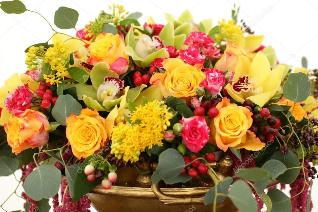 Blumenstrauß rot, gelb, weiss — Stockfoto © nikolodion #85394916
