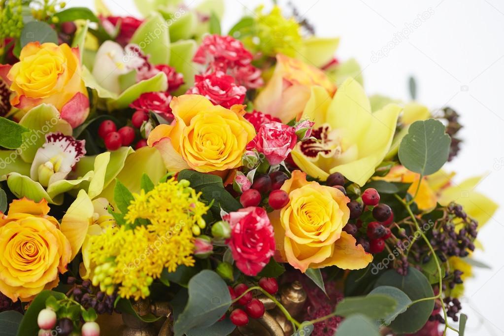 Blumenstrauß rot, gelb, weiss — Stockfoto © nikolodion #85397560