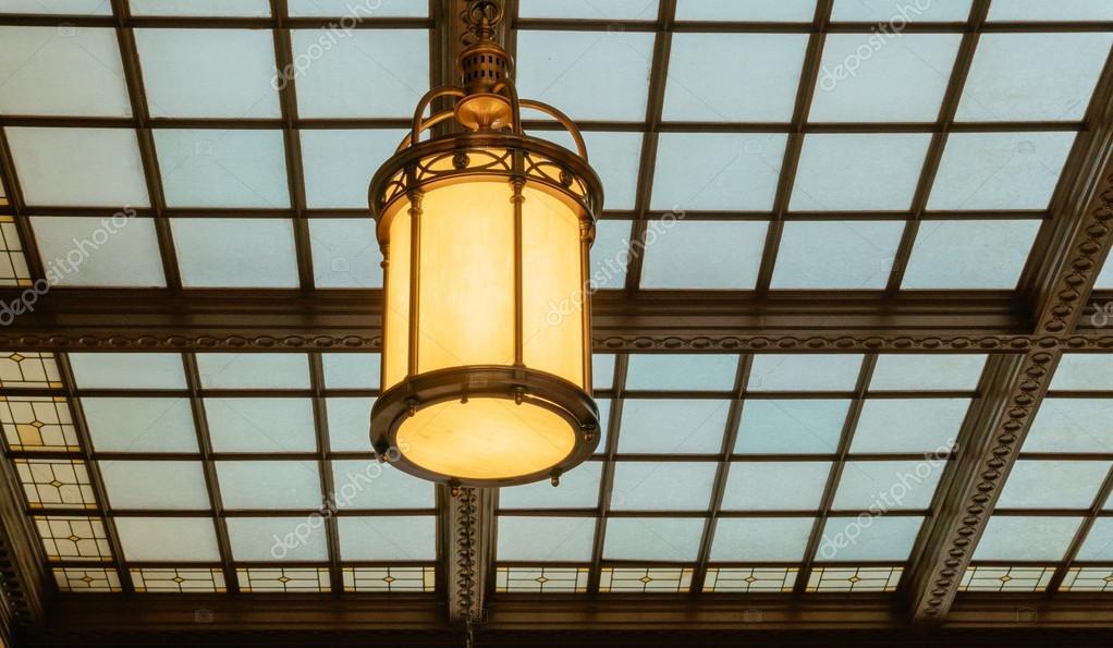 Lampade Da Soffitto Vintage : Stazione sala d attesa sala vintage lampada da soffitto u foto