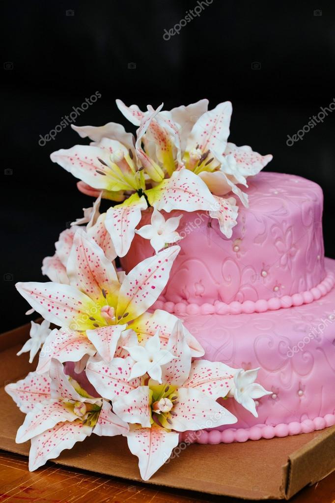 Rosa Hochzeitstorte Mit Lilie Stockfoto C Photovs 120042456