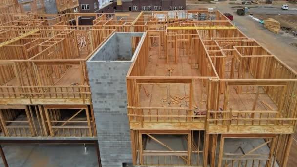 Neubaurahmen eines im Bau befindlichen Hauses