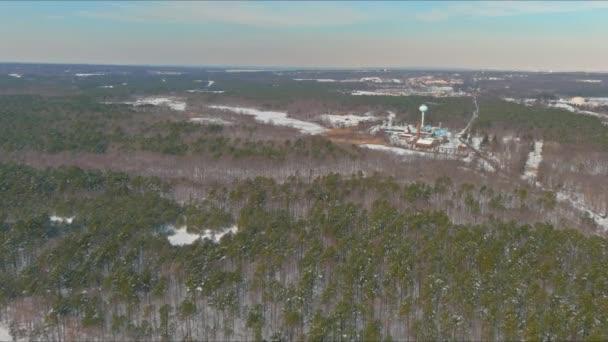Blick auf Kläranlage im Winter mit ökologischer Umweltverschmutzung