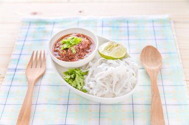 Rice noodles with spicy sauce