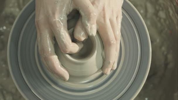 Ruce mladý Potter, byl vyroben v řadě bank. Surový video záznam