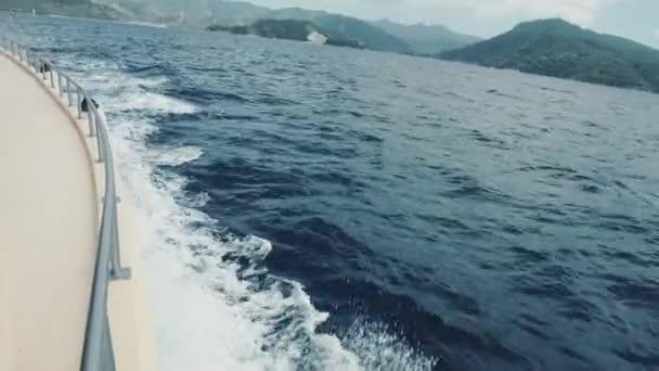 jachta. plachtění. jachting. cestovní ruch. luxusní životní styl