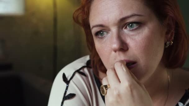 Zklamaný obličej žena v slzách