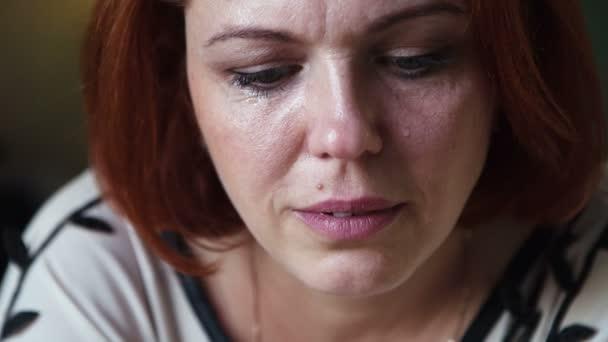 Žena pláče jeden osamělý odtrhnout smutný
