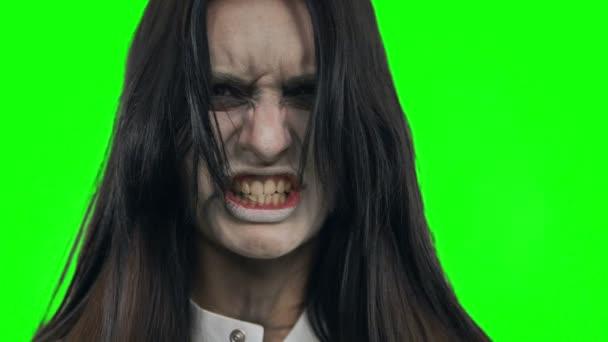 Démon tváří v tvář dívky. Střelba na Chroma klíč