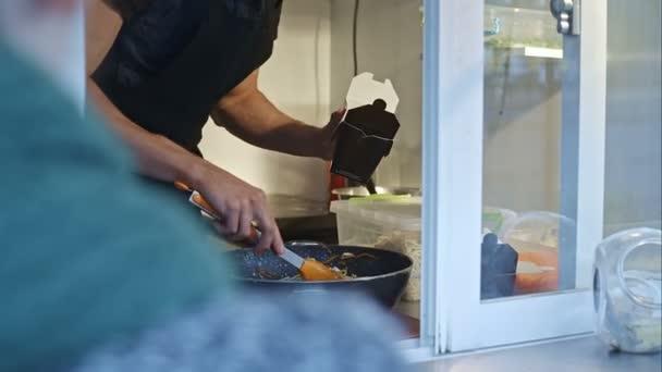 Cook balíčky rychlého občerstvení - loknyna v omáčce s kořením