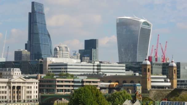 London, Velká Británie - 20 září 2015: Londýnská City pohled z mostu Waterloo