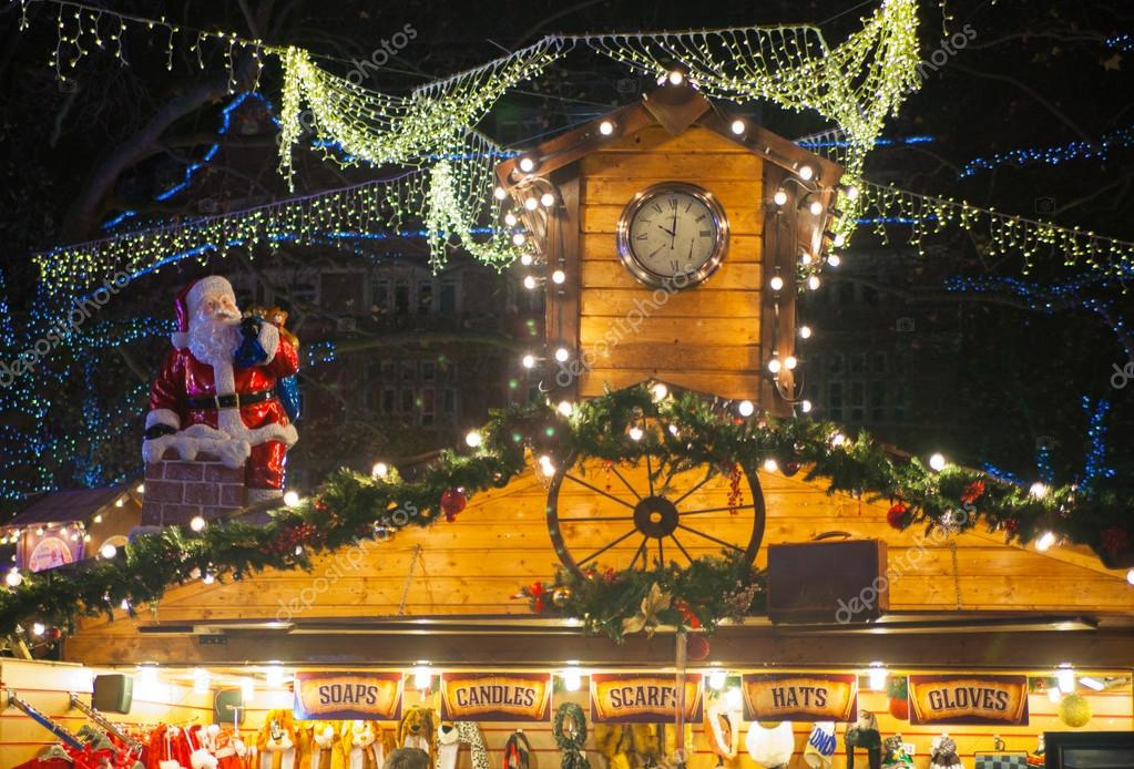 Leicester square traditionele kermis. Decoraties met verlichting ...
